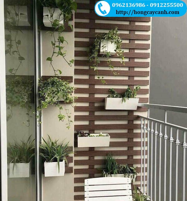 Giàn tường composite mẫu ngang treo giỏ hoa ban công